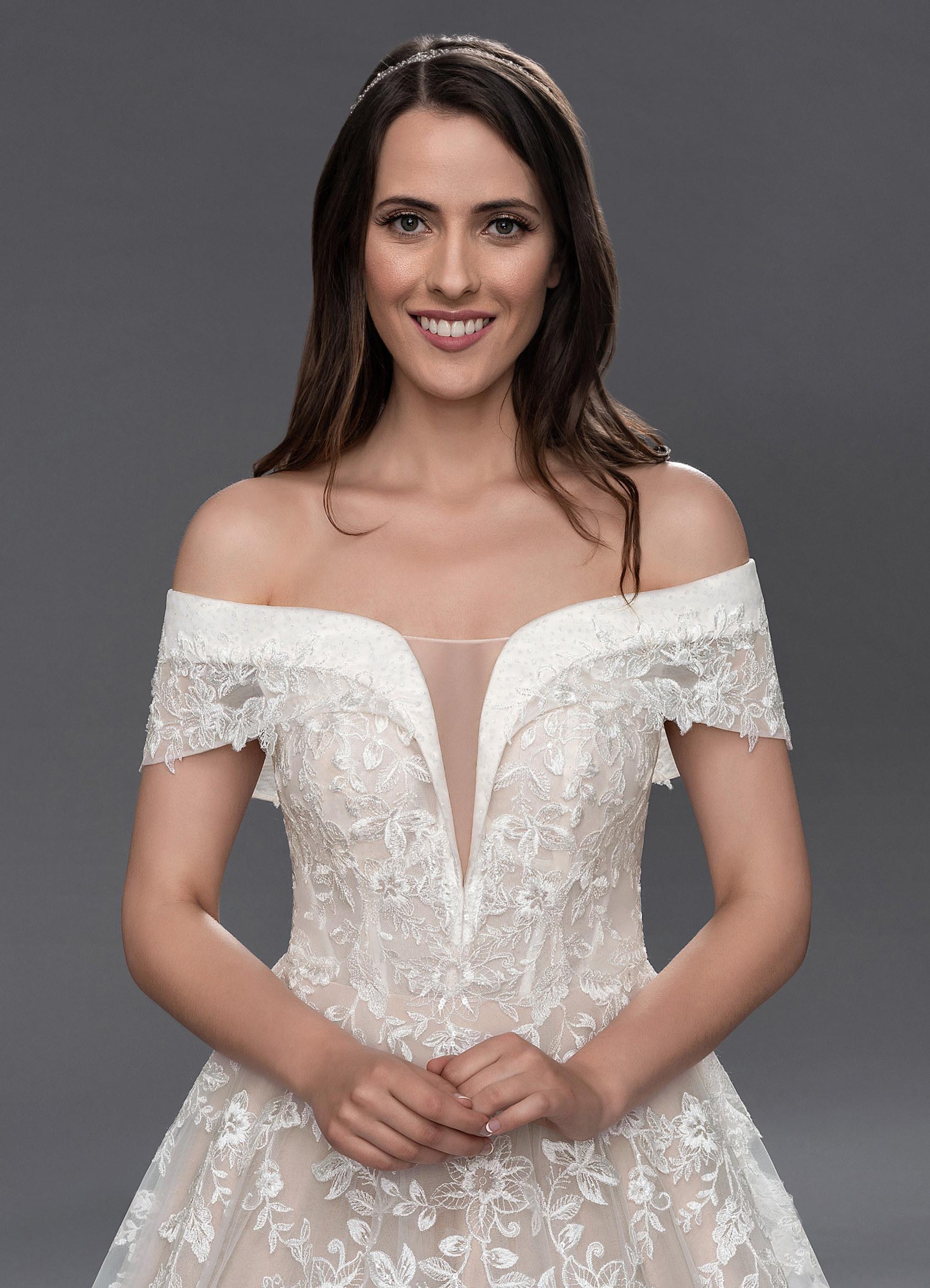 Azazie Ariana BG