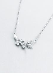 Elegant Leaf Vine Necklace