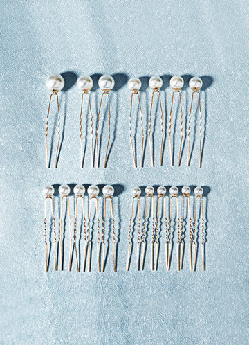 back_Singular Pearl Hairpins Set