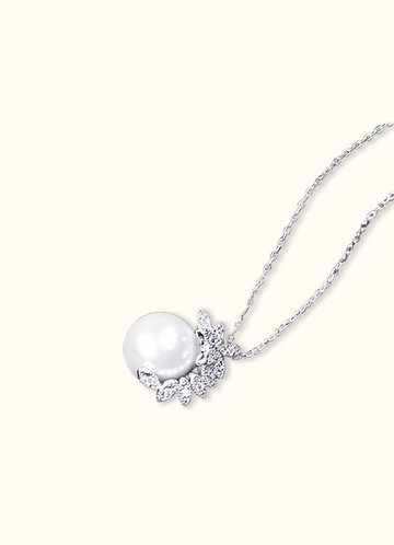 back_Crecent Pearl Necklace