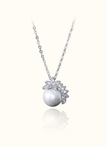 front_Crecent Pearl Necklace