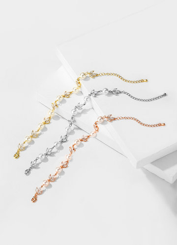 front_Simply You Crystal and Pearl Bracelet