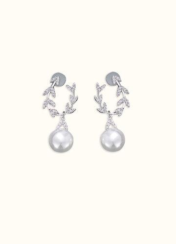 front_Chevron Loop Pearl Earrings